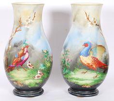Par de vasos de opalina francesa pintados a mão com figuras de pássaros.  Assinados e datados , 1883. Alt. 37 cm