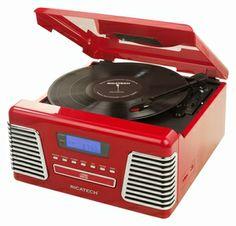 Ricatech RMC150 Retro Platenspeler, 5 in 1 Music Center R. De Autorama is een vintage icoon die je doet herinneren aan de schone, gestroomlijnde styling van de klassieke auto's uit de jaren 50. Deze schoonheid brengt je terug naar de dagen van drive-ins en diners. Deze platenspeler beschikt over een AM / FM-radio, een 3-snelheden platenspeler. Ook heeft deze de mogenlijkheid om direct muziek op te nemen vanaf de platenspeler naar USB of SD