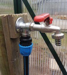 Enkel måte å legge inn vann i drivhuset eller rundt i hagen.