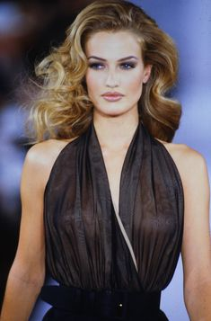 90s Fashion, Runway Fashion, Fashion Models, Fashion Beauty, 90s Makeup Look, 90s Models, Hollywood Glamour, Photos Du, Hair Inspiration