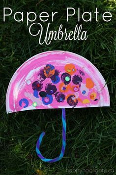 Paper Plate Umbrella - an easy Letter U craft for toddlers and preschoolers. Great rainy day craft, or for a preschool weather unit or theme - Happy Hooligans #ArtandDesign