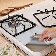 4pcs Reusable Glass Fiber Foil Gas Stove Burner Temperature Anti-fouling and oil Protector Liner Cleaning Kitchen Tools Mat SS6