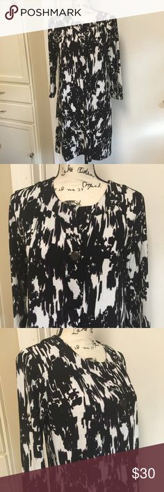 "CHICO'S Black & White Shift Dress Sz 1 Chicos Shift Dress 3/4 sleeves Button Front ❣️ Pit to pit 19"" ❣️ Waist 36"" ❣️ Length 33"" ❣️ Made of polyester & spandex ❣️ Soft & stretchy material ❣️❣️ Chico's Dresses"