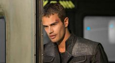 7 Awesome Facts About DIVERGENT's Theo James