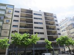 Apartamento T1 para venda  junto à estação de metro dos Anjos, em localização central junto a todo o tipo de comércio e serviços. Este edifício que foi totalmente remodelado em 2010. Apartamento arrendado, com rendimento mensal de 570€. http://casas.portugalrealestatehomes.com/imovel-Venda-Apartamento-T1-Lisboa-4667707