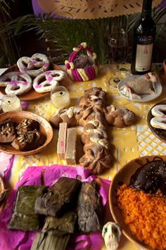 ofrenda with banana leaf tamales and mole #diadelosmuertos #dayofthedead