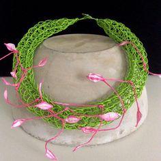 Blütenblätter Kette aus Papier  grün/pink von FilzWollLust auf Etsy