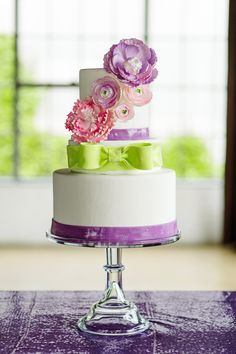 custom-wedding-cake-garden-floral-sugarbeesweets.jpg