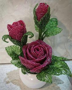 Beaded rose  گلدان رز منجوقی
