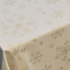 Gold Snowflake Tablecloth - PIN IT TO WIN IT Christmas 2015 Would love this for our table at Christmas :) Christmas Table Linen, Gold Christmas, Christmas 2015, Christmas Goodies, Christmas Shopping, Xmas, Holiday, Christmas Planning, Table Linens