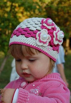 Knitted baby and child hat patterns Baby Bonnet Pattern Free, Baby Booties Free Pattern, Baby Sweater Knitting Pattern, Baby Hat Patterns, Crochet Baby Booties, Baby Knitting Patterns, Childrens Crochet Hats, Crochet Kids Hats, Handmade Kids Bags