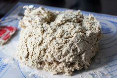 so sieht glutenfreier Hefeteig nach dem Gären aus :) Entstanden ist ein ganz tolles Beilagenbrot.