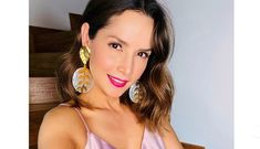 Mexican Actress, Actresses, Drop Earrings, Instagram, World, Dance Videos, Diary Book, Social Networks, Make Up