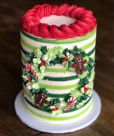 Wreath cake: this will be my last post til the as I need a little break 🤣 . I have been tasked with making the deserts for our… Christmas Desserts, Christmas Baking, Christmas Cakes, Holiday Cakes, Holiday Treats, Cake Games, Birthday Cake Decorating, Cake Decorating Techniques, Pumpkin Spice Cupcakes