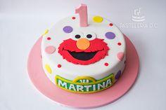 Torta temática de Elmo en diseño sencillo. Diseño original de Sugar Rush Cakes / Elmo simple cake. Original design by Sugar Rush Cakes.