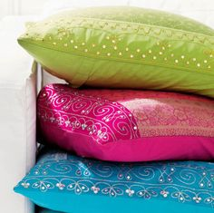 3 pillows.