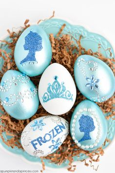 Frozen Easter Egg decorating idea from A Pumpkin and a Pri. , Frozen Easter Egg decorating idea from A Pumpkin and a Princess. Minion Easter Eggs, Easter Egg Crafts, Easter Egg Designs, Cute Pumpkin, Skull Pumpkin, Pumpkin Ideas, Pumpkin Carving, Pumpkin Pumpkin, Pumpkin Faces