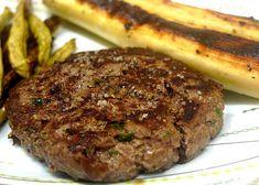 Hambúrguer caseiro. | 15 receitas com carne moída que merecem virar notícia