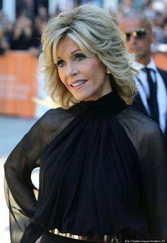 Jane Fonda hair styles over the years Jane Fonda TIFF Actress Looks Half Her Age In Classy Pantsuit Older Women Hairstyles, Popular Hairstyles, Cool Hairstyles, Hairstyle Ideas, Hairstyles For Over 60, Hairstyles 2018, Medium Shag Hairstyles, Short Shaggy Haircuts, Modern Haircuts