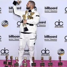 ������ Last night was big for @champagnepapi at the #BBMAS. Congratulations! #drake #drizzy #ovo #billboard #morelife #hiphop #hiphopmusic #trapmusic #new #news #icymi #follow #greatness #famous #2017 #dope #media #melanin #celebrity #celebrities #blackexcellence #daily #music #musician #celeb #rap #rapper #hustler #viewsfromthe6 http://tipsrazzi.com/ipost/1520346757632168534/?code=BUZW1IoFRJW