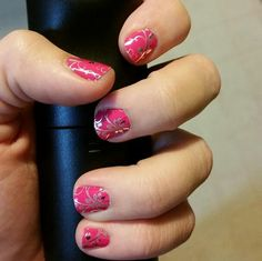 http://sarahnf.jamberrynails.net/product/silver-floral-on-magenta