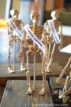 With a simple visit to the dollar store, you can make these adorable DIY Halloween costume party awards for the funniest, scariest, and more! Halloween Dance, Halloween Party Costumes, Halloween Skeletons, Halloween Birthday, Halloween Party Decor, Holidays Halloween, Spooky Halloween, Halloween Crafts, Happy Halloween