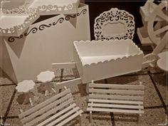 Set Candy Bar Completamente realizado en mdf. Pintados o en crudo Cake Holder, Bar Shelves, African Crafts, Ideas Para Fiestas, Dessert Bars, Holidays And Events, Projects To Try, Baby Shower, Table Decorations