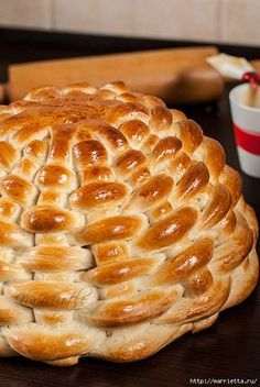 How to Make a Braided Bread Basket You Can Eat  http://homedecoratingideasphotos.blogspot.com/2013/03/easter-basket-crafts-dough-wicker.html