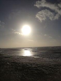 Noordzeestrand laat in de middag