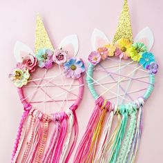 DIY Unicorn Dreamcatcher (Craft Gawker) – Lisa Johnson DIY Unicorn Dreamcatcher (Craft Gawker) This looks like a great summer holiday craft – why not hang them in the garden ? Diy Unicorn, Unicorn Rooms, Unicorn Crafts, Unicorn Decor, Magical Unicorn, Diy And Crafts Sewing, Crafts To Sell, Arts And Crafts, Diy Crafts