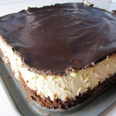 Peanut Butter Cheesecake with a Brownie Crust. all i need is the peanut butter and the cheesecake ♥ minus the brownie crust! Peanut Butter Cheesecake, Cheesecake Recipes, Dessert Recipes, Cheesecake Bars, Just Desserts, Delicious Desserts, Yummy Food, Yummy Treats, Sweet Treats