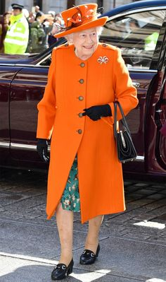 The Queen looked incredible in an orange coat dress and matching hat as she visited the Royal Academy of Arts to open the new Burlington Wing. The orange outfit was bright and bold and marked the first day of spring in a most stylish way. Hm The Queen, Royal Queen, Queen B, Kate Middleton News, English Royal Family, Royal Uk, Beige Coat, Queen Of England, Coral