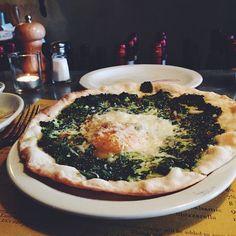 spinach egg pizzette