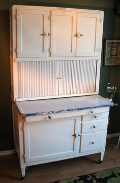Antique Bakers Cabinet-Hoosier Co Vintage Kitchen Cabinets, Old Kitchen, Country Kitchen, 1920s Kitchen, Country Style Furniture, Country Decor, Farmhouse Decor, 1920s Furniture, Home Furniture