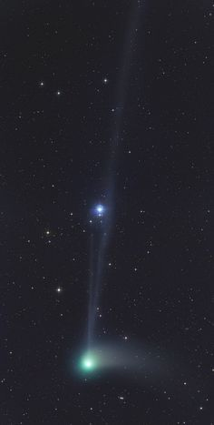 Space Stars Comet Catalina passes through Ursa Major, captured by Gerald Rhemann from Eichgraben, Austria. Cosmos, Sistema Solar, Eclipse Solar, Electric Universe, Galaxy Planets, Astronomy Pictures, Ursa Major, Space And Astronomy, Hubble Space