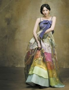 another style of hanbok (korean dress) Ao Dai, Korean Traditional Clothes, Traditional Dresses, Beautiful Gowns, Beautiful Outfits, Cute Outfits, Gorgeous Dress, Korean Dress, Korean Outfits