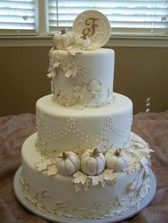 Fondant fall themed wedding with fondant pumpkins. Accented around leaves, vines, and pumpkins.