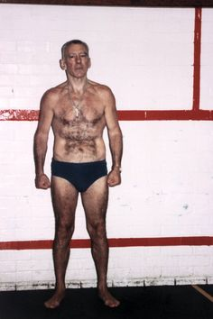 Reggie Kray, he worked hard to keep himself in shape whilst in prison and was obviously proud of his physique. John Hill, The Krays, Twin Photos, Identical Twins, Twin Brothers, True Crime, Lust, Two By Two
