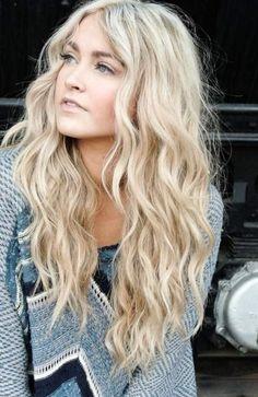 Cheveux longs ondulés effet bohème #coiffure #cheveux #long #blond #ondulé #tendance #bohème