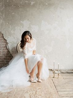It is no secret that we love outdoor spaces here at Wedding Sparrow, but that is mainly due to the natural textures and light that the outdoors offer! Indoor spaces for your wedding, engagement session, or bridal portraits can be just as stunning as seen here at The Houston Studio, photographed by Wedding Sparrow favorite Morgan Gosch. …