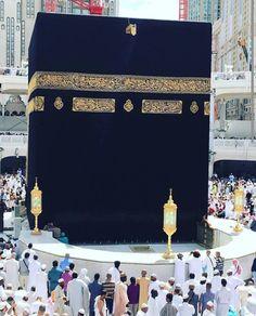 Islamic Thinking - The Ka'aba view from the Khateem side, Makkah. Muslim Images, Islamic Images, Islamic Pictures, Mecca Masjid, Masjid Al Haram, Mecca Wallpaper, Islamic Wallpaper, Allah Islam, Islam Quran