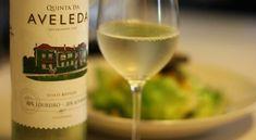 8 trunków, których trzeba spróbować w Portugalii #portugalia #lizbona #porto #wino #alkohole #jeropiga #ginja #sangria #poncha #vinhoverde Sangria, White Wine, Gin, Alcoholic Drinks, Blog, Porto, Jeans, Alcoholic Beverages, Jin