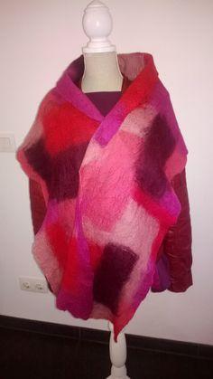 Soepele vilten sjaal in roodtinten