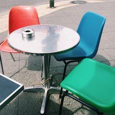 Samstag, 16.05., 12:46 Uhr – Mitte, St Oberholz: Kaffee in Mitte, kunterbunt und rund. © Borkeberlin
