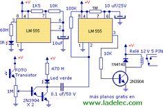 Detector de proximidad con 555 por infrarrojo a un fototransistor - Genera una ráfaga de pulsos de alta intensidad con el LM555 a baja frecuencia y los transmite por el led infrarrojo. Los recibe un fototransistor cuando un objeto refleja los pulsos a una distancia de unos 10 cm, y luego se procesa esa señal con una interfaz a transistor para alimentar un relé de 12V 5 PINES para usarla en el encendido-apagado de nuestros aparatos.