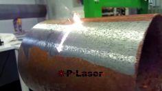 ベルギーの企業「P-Laser」が開発したレーザークリーナーは、高いエネルギーを持つレーザーを対象物に当てることで、一切触れることなく汚れだけを一瞬で取り除けるという魔法のようなクリーナーです。