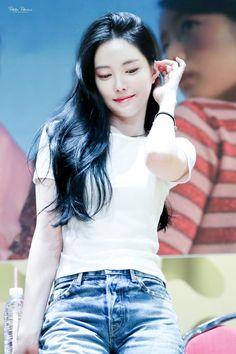 """트위터의 Petite Pomme 님: """"180708 상암 팬사인회 #에이핑크 #손나은(@Apinksne) #Apink #나은 #naeun… """" Stunning Girls, Beautiful Asian Girls, South Korean Girls, Korean Girl Groups, Korean Beauty, Asian Beauty, Apink Naeun, Beauty Portrait, Grunge Girl"""