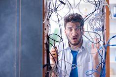 Je kent het wel: je wilt een apparaat van plaats veranderen, maar vind de kabel niet terug. We denken vaak ook niet na over de organisatie van onze kabels, wat vaak zorgt voor verstrengelde kabels en chaos. Als je dan op zoek bent naar een specifieke kabel, is de kans klein dat je deze ook meteen vindt. Dankzij onze tips voorkom je dezefrustrerende situatie.SpiraalbandenEen spiraalband is een gemakkelijke oplossing om kabels op een elegante manier weg te werken. Je kan de kabels gema
