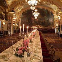 Ainda sobre o casamento de hoje, realizado em Mônaco, do casal - Roberta Gouvea e Rogério Sawaya - que agora recebem convidados no Hotel de Paris Monte Carlo. Belíssimo!! Parabens aos noivos!! ✨ #wedding #casamentoemMonaco #makeupJrMendes #DressbyLucasAnderi