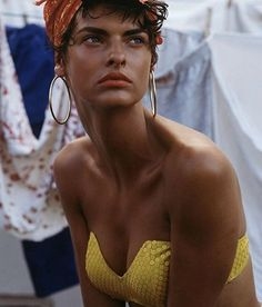 This sequinned stuff right here is a yes from me 👌👌👌#lindaevangelista #voguexiconic